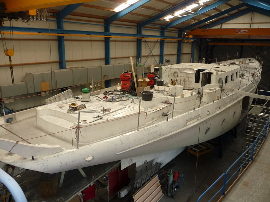Fitting out Zaca 115