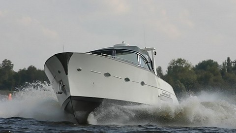 12.6m Power Cruiser